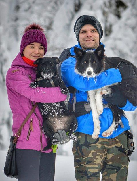 Smanželkou Andreou a psy – fenkami Mayou (vlevo) a Bailey.