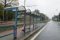 Zničená zastávka v Nové Vsi