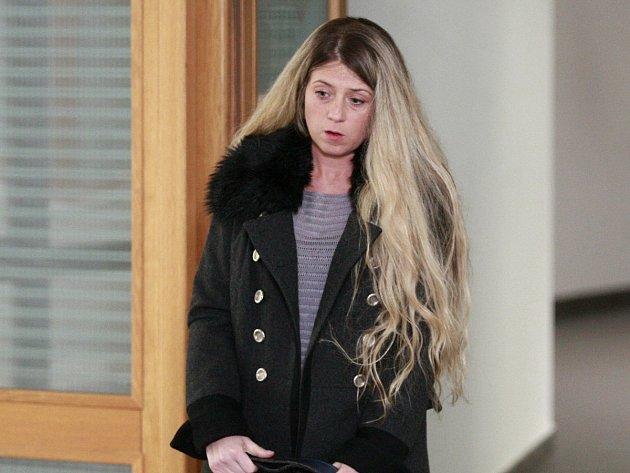 Zdravotní sestra Simona Jarabicová uvedla, že léky kradla kvůli svému tehdejšímu příteli Martinu Boturovi.
