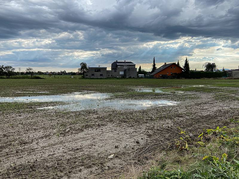 Zatopené pole na ulici Blanická ve Staré Bělé, 5. října 2020 v Ostravě.
