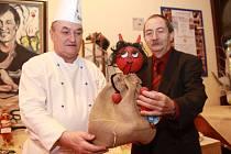 Josef Palkovič s výborným kuchařem hotelu Imperial Richardem Tvardkem a vítěznou ozdobou.