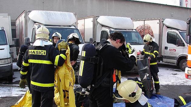 Záchrana dvou mužů v potravinářském areálu v Ostravě-Martinově.