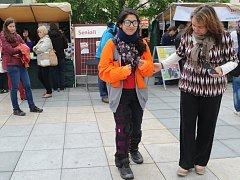 Lidé lidem na Masarykově náměstí v Ostravě. Ilustrační foto.