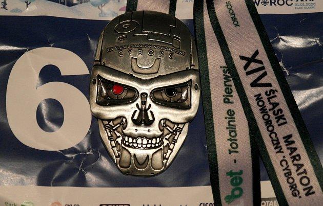 Cyborg, neboli originální medaile za první letošní absolvovaný maraton.