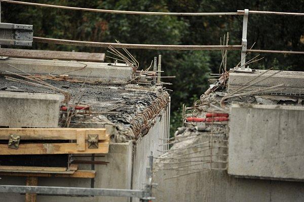 Řidiči se po dálničních mostech projedou až koncem října.