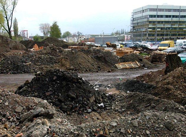 Pokračuje příprava staveniště na prodloužení Místecké