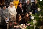 Den druhý po střelbě ve Fakultní nemocnici Ostrava (FNO), 11. prosince 2019 v Ostravě. Na snímku mše za oběti a pozůstalé po včerejší střelbě.
