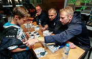 Autogramiáda hokejistů HC Vítkovice Ridera v areálu Skalka family park.