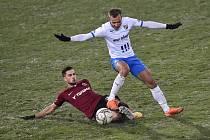 Utkání 15. kola první fotbalové ligy: FC Baník Ostrava - AC Sparta Praha, 17. ledna 2021 v Ostravě. (zleva) Dávid Hancko ze Sparty a Nemanja Kuzmanovič z Ostravy.