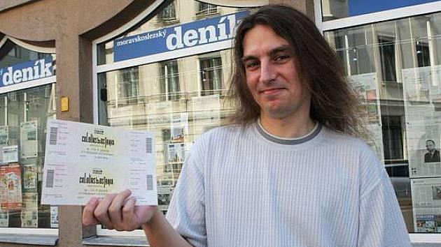 Vítěz prvního kola soutěže Moravskoslezského deníku o vstupenky na festival Colours of Ostrava Marek Trembacz si převzal svou výhru.