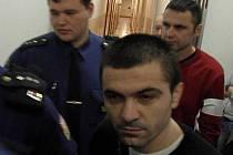 Hlavním organizátorem je podle státní zástupkyně Albánec Val Preka. Za ním jeho krajan Bekim Syla.