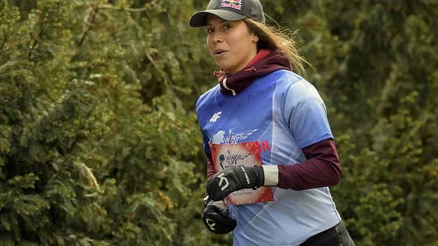 Do akce Wings for Life World Run se již počtvrté zapojí také Eva Samková, česká snowboardistka závodící ve snowboardcrossu.
