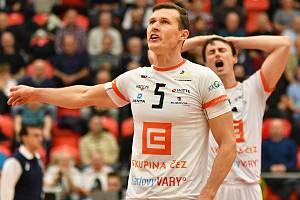 Lukáš Ticháček (číslo 5) patří k nejzkušenějším hráčům VK ČEZ Karlovarsko, jeho zkušenosti pak týmu pomáhají k dobrým výsledkům.