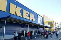 Rozvolňování 10. května 2021 v Ostravě. V pondělí otevřely také obchody v Avion Shopping Parku Ostrava a IKEA.