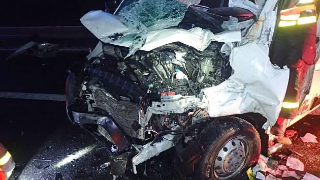 Nehoda na dálnici u Bílova.