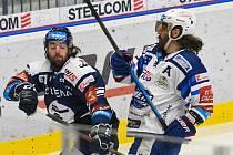 Peter Trška z Vítkovic a Peter Randy Mueller z Brna - 31. kolo Tipsport Extraligy HC VÍTKOVICE RIDERA - HC Kometa Brno, 30. prosince 2020 v Ostravě.