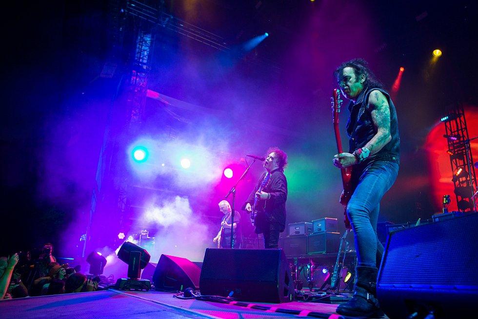 Hudební festival Colours of Ostrava 2019 v Dolní oblasti Vítkovice, 20. července 2019 v Ostravě. The Cure.