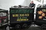 Poslední vozík uhlí z Fučíka, pod nějž spadala i jáma Ludvík 3, je v hornickém skanzenu na Landeku, kde dělá František Havlas průvodce.
