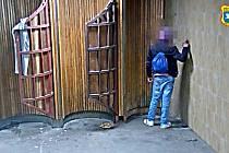 Mladík v Ostravě pomaloval fixem podchod. Netušil, že ho sledují kamery.