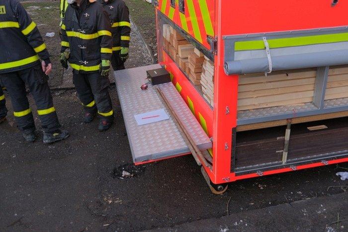 Snímky hasičů z místa činu.
