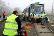 Dvě tramvaje se střetly v ulici Pavlovově v Ostravě-Zábřehu. V prostoru výhybky jedna ze souprav najela do špatného směru a narazila do zadní části tramvaje, která ji v té chvíli míjela.