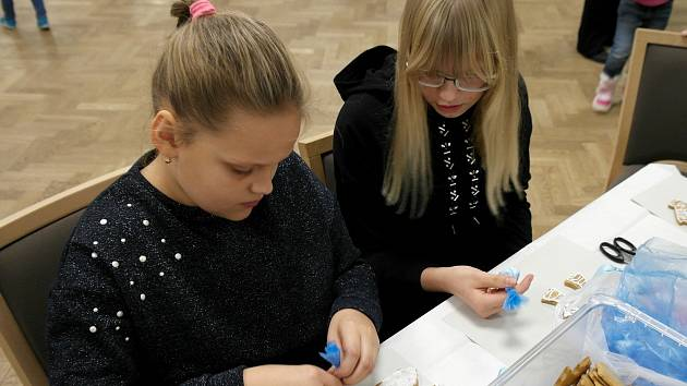 Nejmladší dcery paní Barbary na akci organizované SSB pro hornické sirotky.