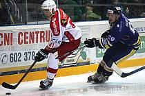 Hokejisté Poruby (v bílém). Ilustrační foto.