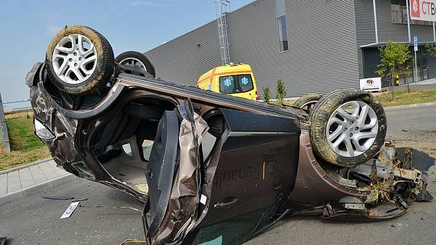 U hrůzostrašně vypadající nehody zasahovali ve čtvrtek v Ostravě-Hrabové ostravští hasiči.