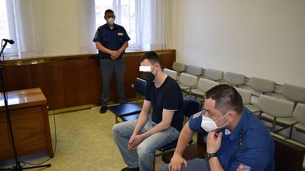 Muž odešel od soudu s pětiletým trestem.