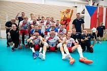 Čeští volejbalisté už se s veverkou Ace, která bude maskotem mistrovství Evropy, seznámili.