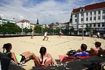 Beach volejbalová exhibice na Masarykově náměstí v centru Ostravy.