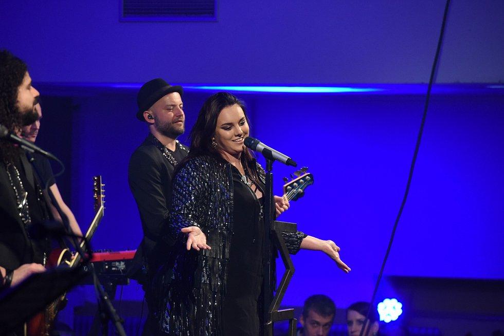 Hlavní hvězdou plesu byla Ewa Farna.