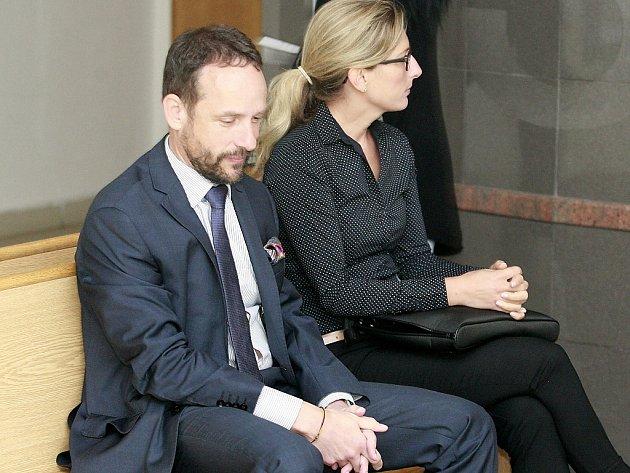 Jako svědci v údajné korupční kauze ve čtvrtek vypovídali primátor Ostravy Tomáš Macura a jeho náměstkyně Kateřina Šebestová.