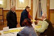 Ve Slatině na Novojičínsku volí lidé hlavu státu v místním zámku.