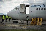 Výcvik ve vyprošťování letadel na Letišti Leoše Janáčka v Mošnově.
