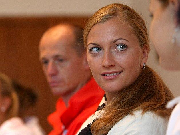 Snímek z tiskové konferenci před semifinálovým utkáním tenisového Fed Cupu s Itálií.