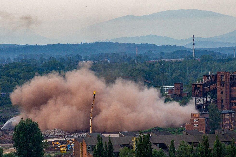 Odstřel ostravského komínu Strakáč, 3. srpna 2019 v Ostravě.