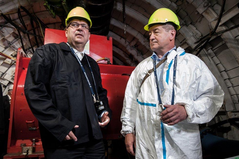 V podzemí bývalého ostravského Dolu Jeremenko byla spuštěna vodní elektrárna. Provoz zahájil ministr průmyslu a obchodu Jan Mládek, červenec 2015..
