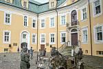 Klubem vojenské historie Fenix při ukázce kdy německý Wermacht obsadil zámek, 29. srpna 2020 v Bílovci.