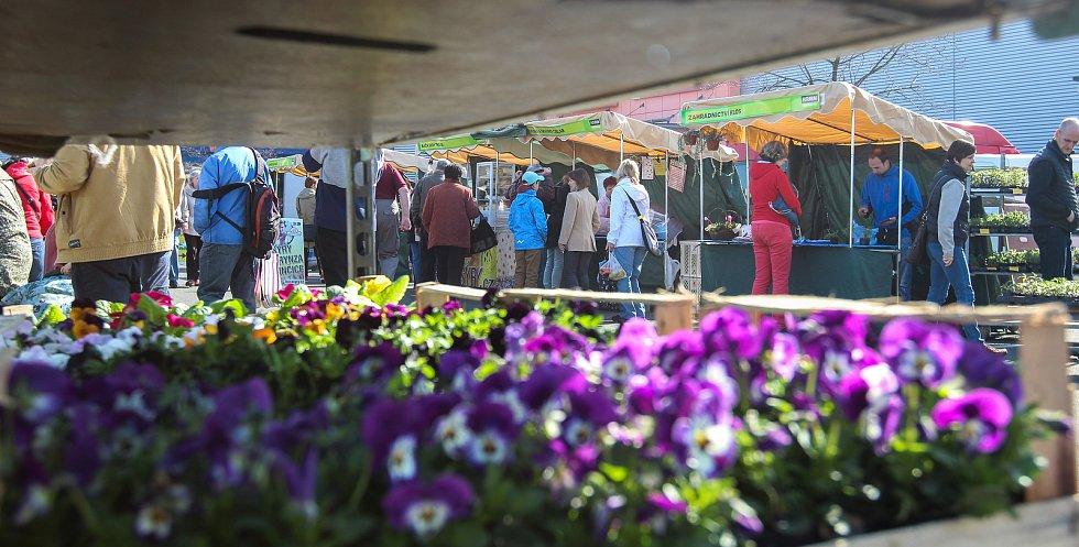 Farmářské trhy u nákupního centra Futurum v Ostravě, duben 2018.