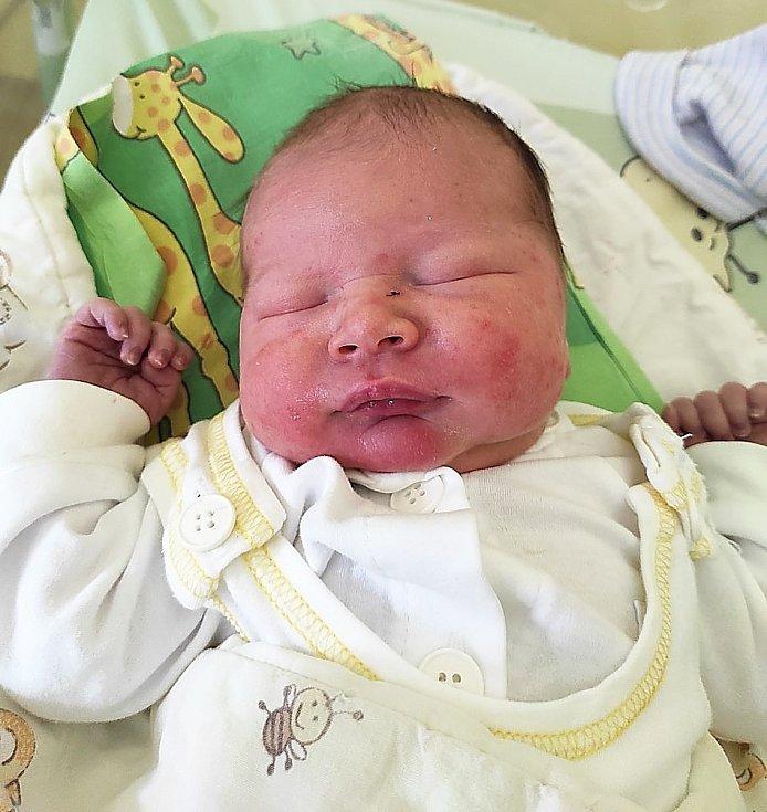Oliver Peřina, Frýdek-Místek, narozen 2. května 2021 ve Frýdku-Místku, míra 51 cm, váha 3850 g. Foto: Jana Březinová
