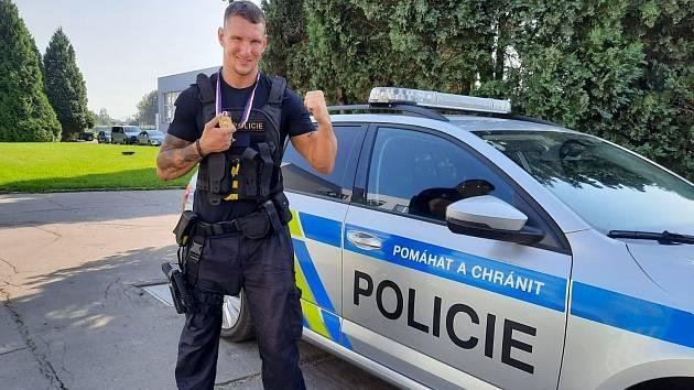 Na snímku pprap. Jan Mužik, 1. místo v kategorii do 81 kilogramů