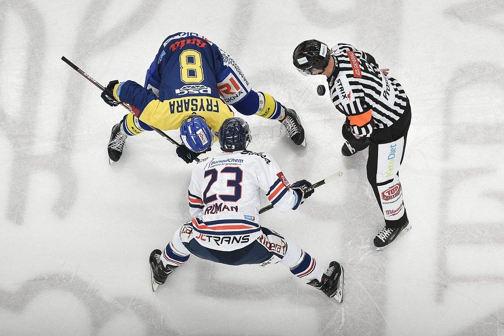 Utkání 32. kola hokejové extraligy: HC Vítkovice Ridera - PSG Berani Zlín, 4. ledna 2019 v Ostravě. Na snímku (zleva) Fryšara Štěpán a Ondřej Roman.