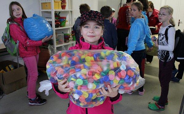 Školáci zVelké Polomi se přihlásili do soutěže přihlásili do soutěže Nakrmte Plastožrouta.