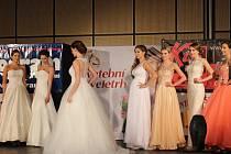 Víkendový svatební veletrh byl přehlídkou šatů, klenotů i doplňků a služeb všeho druhu.