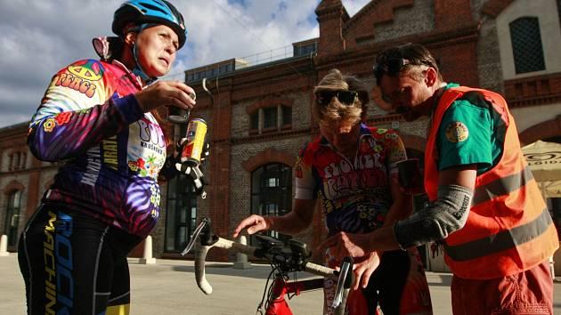 Čtyřdenní nonstop Metrostav Handy Cyklo Maraton smíšených týmů napříč Českou a Slovenskou republikou dorazil i do Ostravy.