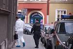 Policie k domu dorazila po telefonátu sousedů.
