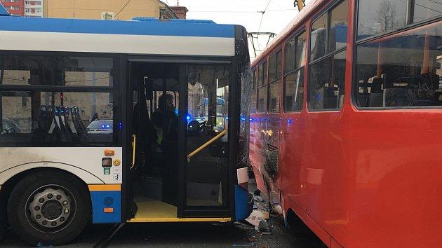 Kolize tramvaje a trolejbusu v Ostravě