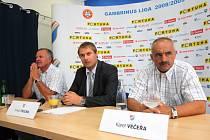 Verner Lička, Tomáš Trucha a Karel Večeřa na tiskovce Baníku Ostrava před zahájením nového ročníku fotbalové ligy