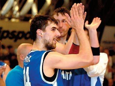 Radost basketbalistů Nové huti